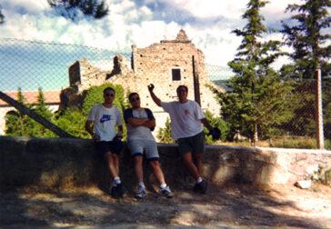 Danny, Iván y yo a la sombra en la valla del Montaserio de El Piélago