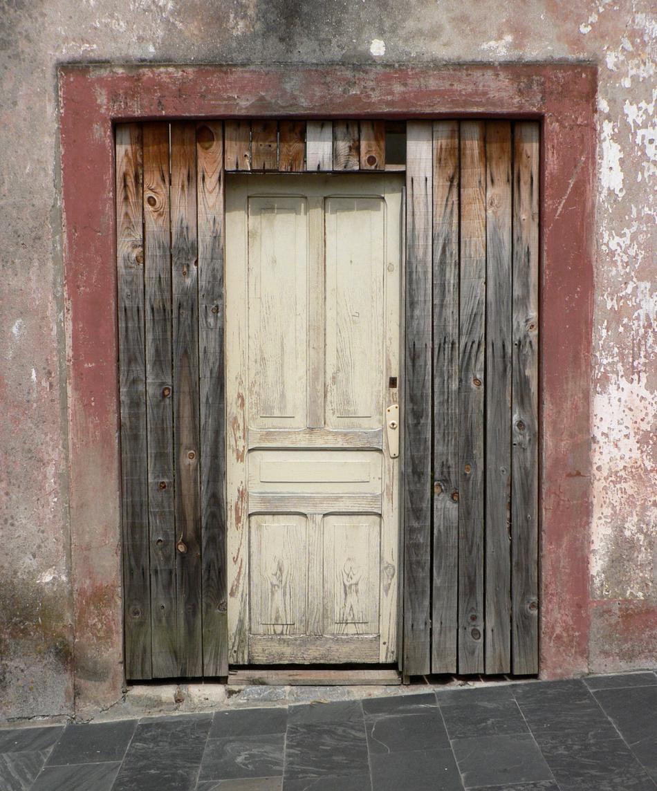 Puerta de una casa de Ortigueira. Galicia. Agosto 2009