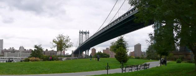Puente Manhattan, sobre el East River de New York City. Octubre 2009