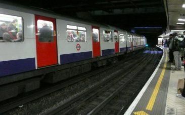 Metro en la estación de Victoria