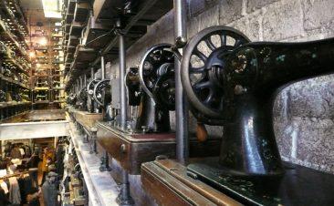 Detalle de las máquinas de coser de una tienda en Portobello Road