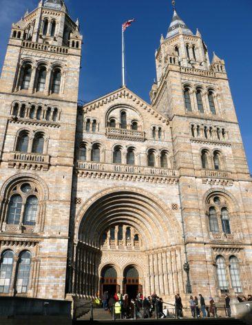 Entrada principal del Museo de Historia Natural de Londres