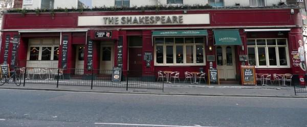 Pub inglés junto a la estación de Victoria