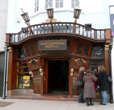 Fachada de un Pub de Worthing, con unas empanadas riquísimas