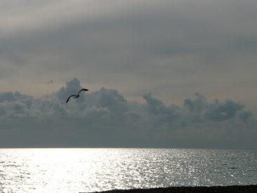 Mediodía en Worthing, las nubes llegan desde Francia