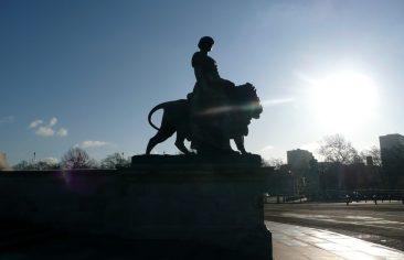 Estatua del conjunto del Monumento a la reina Victoria frente a Buckingham Palace