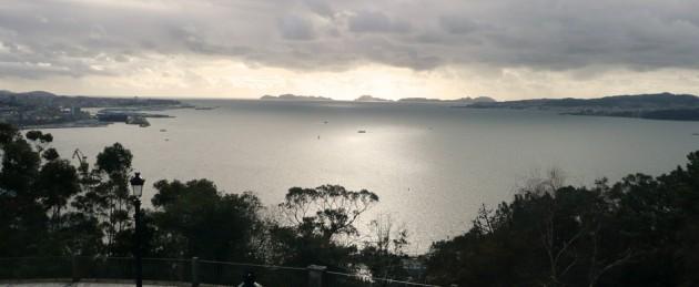 Impresionante atardecer en Vigo, el océano al fondo