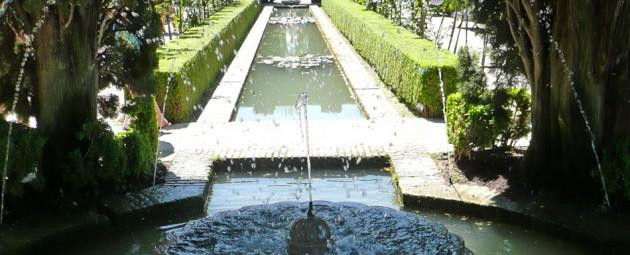 Jardines y fuentes del Generalife, en la Alhambra de Granada