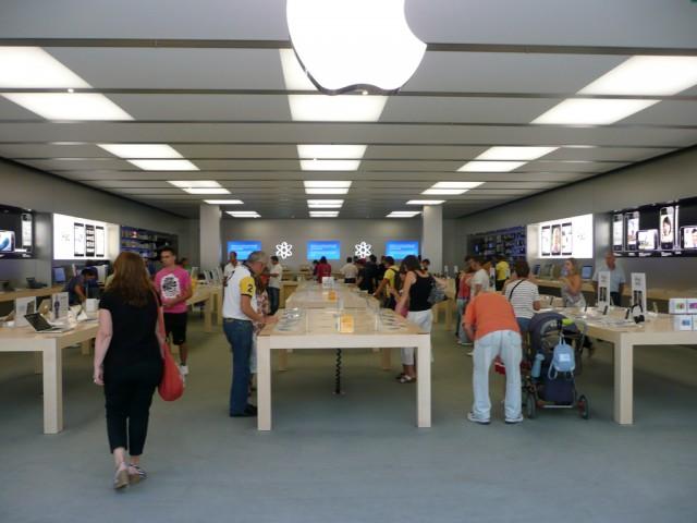 Apple Store Madrid-Xanadú, vista general de las mesas