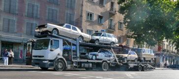 Tráiler de coches de policia