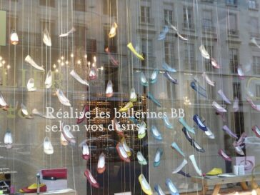 Escaparate de una zapatería de París
