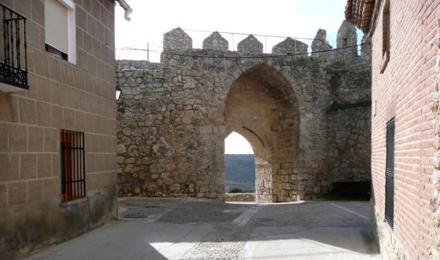 Puerta de la muralla hacia la Ermita y el monasterio del Bueso