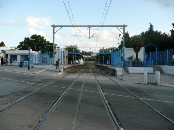 Paso del tren a Sidi-Bou-Said