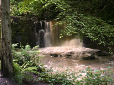 Cascada en Pittencrief Park, Dunfermline