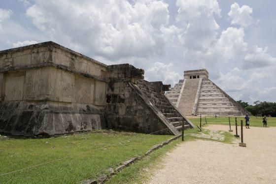Chichén Itzá, Plataforma y Templo de Kukulkán