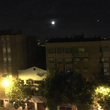 Luz de luna en la ciudad