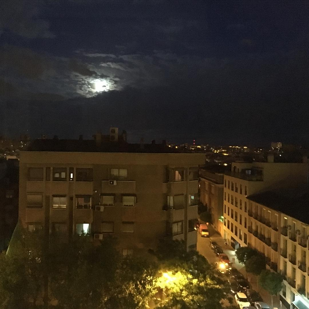 Luna llena sobre Madrid#ciudad